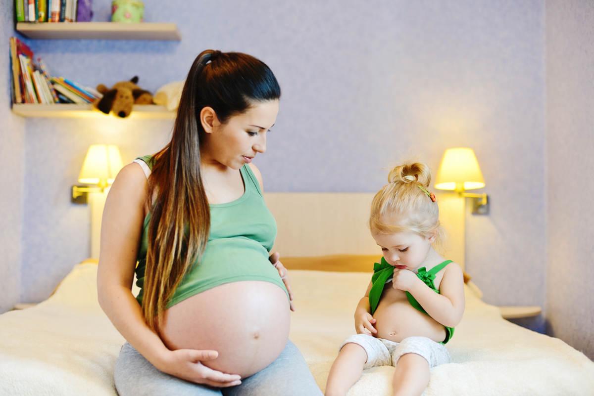 Фото беременная мама и ее ребенок